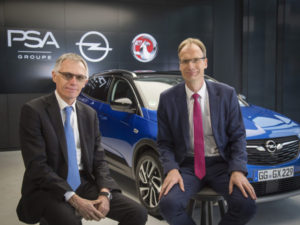 Carlos Tavares, Chairman of the Managing Board of Groupe PSA, and Opel CEO Michael Lohscheller with the Grandland X