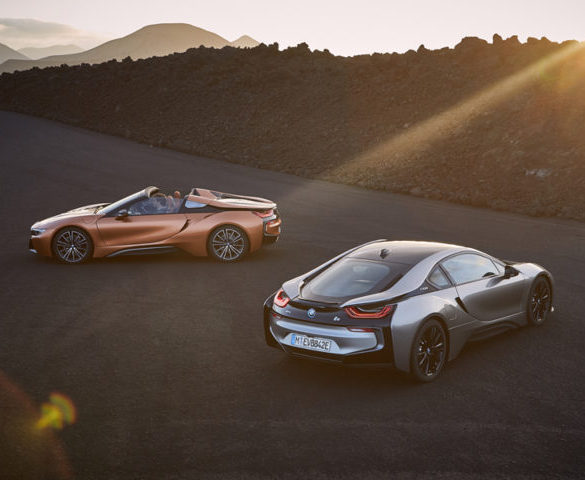 More electric range for BMW i8 Coupé and Roadster introduced
