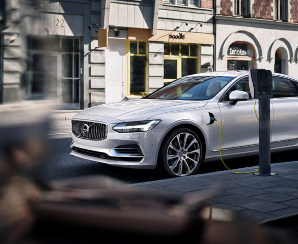 Road Test: Volvo S90 T8