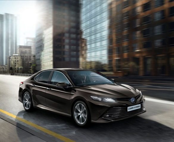Toyota to replace Avensis with hybrid Camry