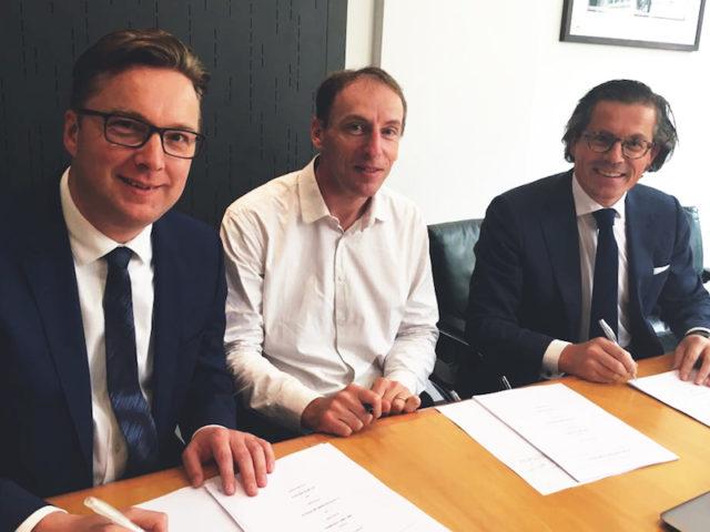 (L-R) EVBox CCO Peter van Praet, EVTronic founder and president Eric Stempin andEVBox CEO Kristof Vereenooghe