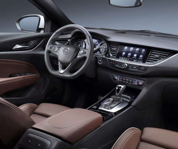 Opel Insignia gets flagship connectivity tech
