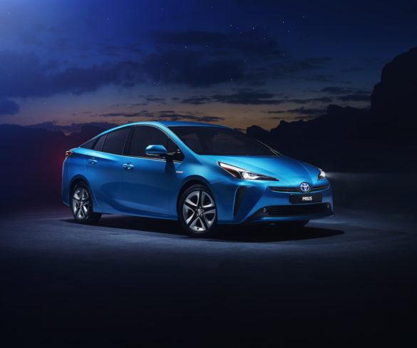 2019 Toyota Prius debuts all-wheel drive tech