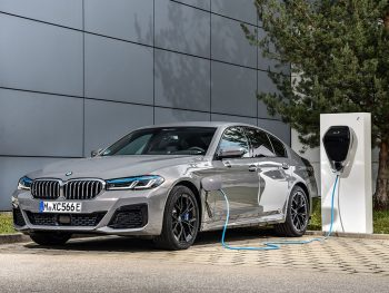 Despite its performance, the 545e xDrive emits between 49-54g/km CO2 and its fuel consumption is rated as being between 2.1-2.4l/100km, combined